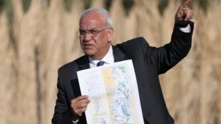 Saëb Erakat, secrétaire général de l'Organisation de libération de la Palestine, s'est rendu près de Jéricho, dans la vallée du Jourdain, en Cisjordanie, le 20 janvier 2015, où Israël a annoncé son intention d'annexer 150 hectares de terres agricoles.