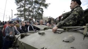 ukraine militaires kramatorsk dispute avec civils