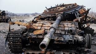 Un blindé détruit lors de la bataille de Debaltseve.