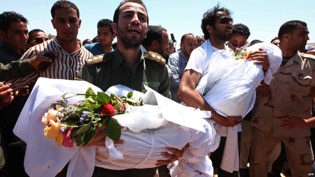 Mazishi ya waathirika wa mashambulizi ya anga Sorman, Libya, Juni 22, 2011.