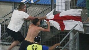 La rencontre Angleterre-Russie de l'Euro a donné lieu à de violents heurts entre les supporters des deux équipes.