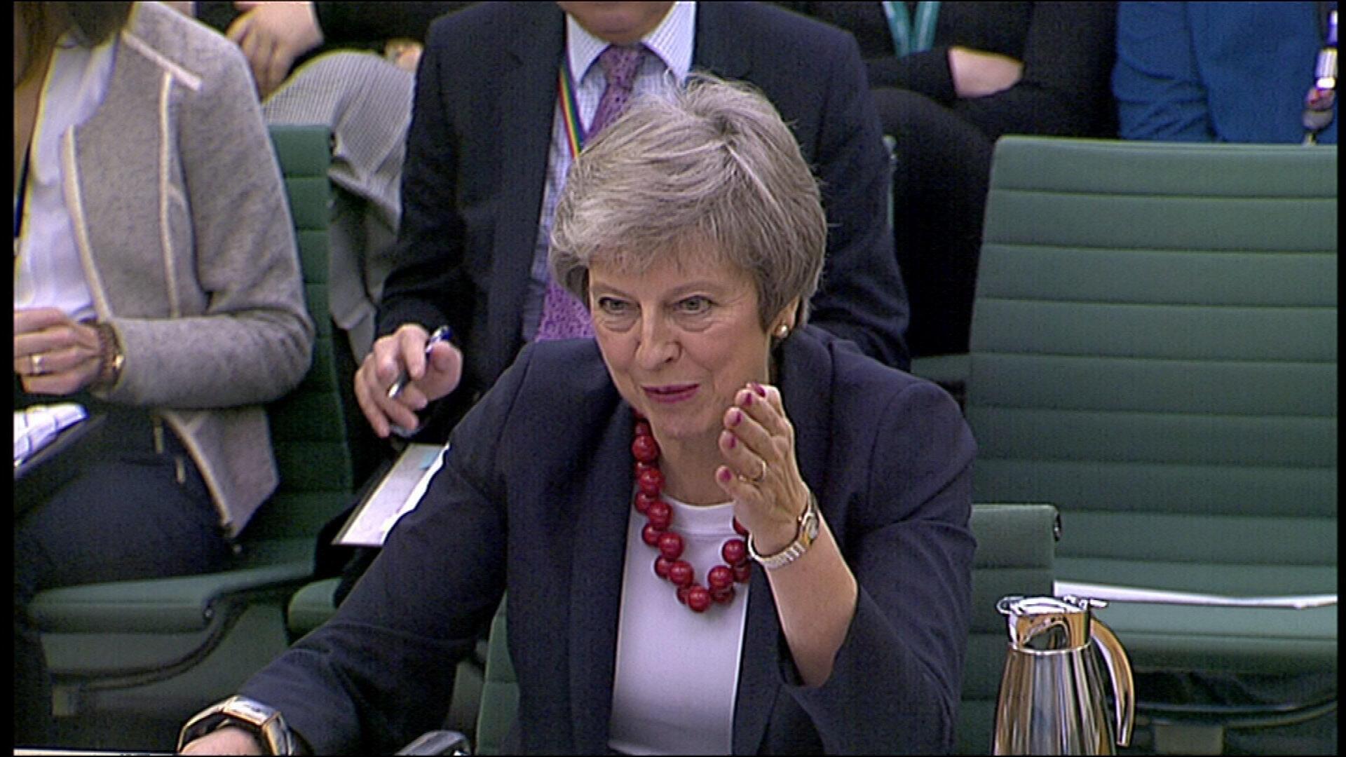 Firaminista Theresa May na ci gaba da fuskantar cikas a shirinta na ficewar Birtaniya daga EU matakin da ke sanya mata bakin jini hatta daga 'ya'yan jam'iyyarta.