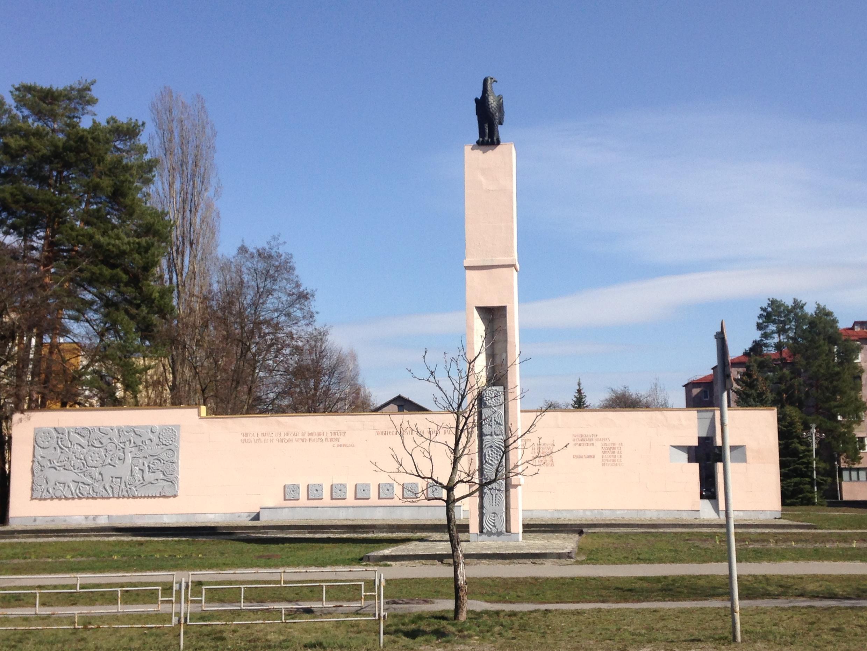 Памятник строителям Ереванского квартала города Славутич