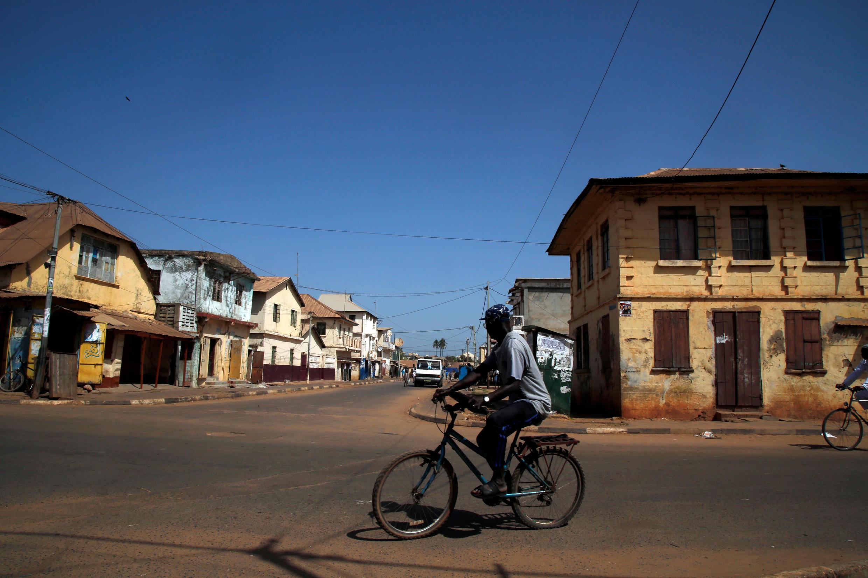 La pauvreté pousse parfois les Gambiens à participer au tourisme sexuel dans l'espoir d'obtenir un passeport européen.