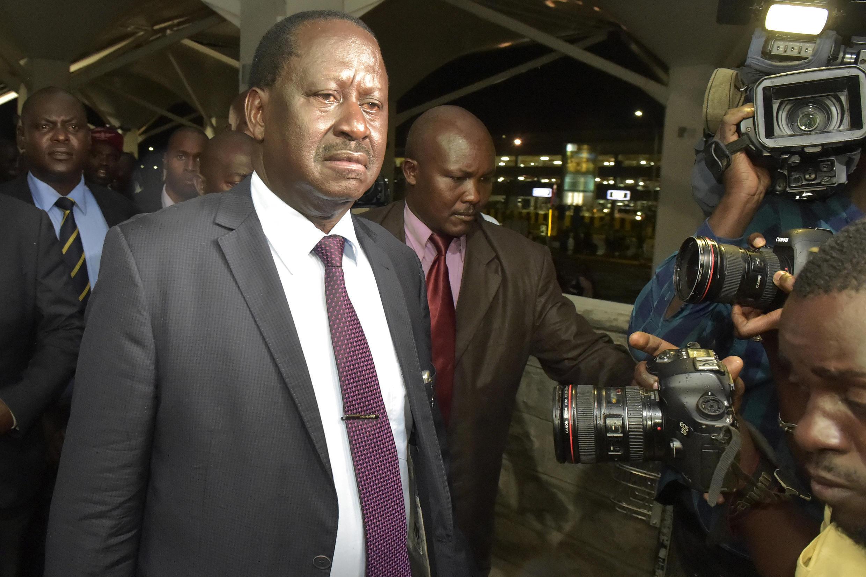 L'opposant kényan Raïla Odinga, à l'aéroport Jomo Kenyatta, à Nairobi, le 27 mars 2018.