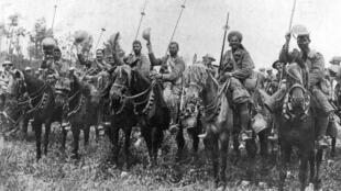 La cavalerie indienne dans la Somme pendant la Première Guerre mondiale, en juillet 1916.