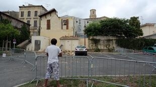 A Pauillac, l'effondrement du clocher d'une l'église sur une maison en raison des précipitations, a gravement blessé une dame âgée de 70 ans.