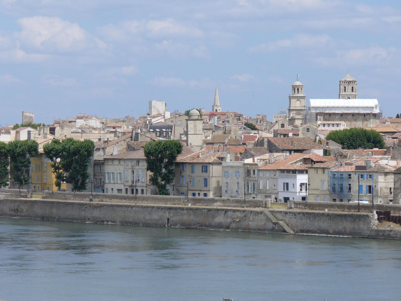 Vue d'Arles, dans les Bouches-du-Rhône.