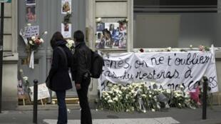 Devant le domicile familial d'Agnès Marin, collégienne de 13 ans violée et assassinée le 16 novembre 2011 par un lycéen de son établissement (Chambon-sur-Lignon).