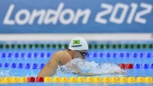 Thiago Pereira chega em segundo lugar na prova eliminatória dos 400m medley e se classifica para a final.