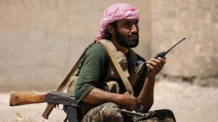 Un combattant des Forces démocratiques syriennes près de Raqqa, le 11 juin 2016.