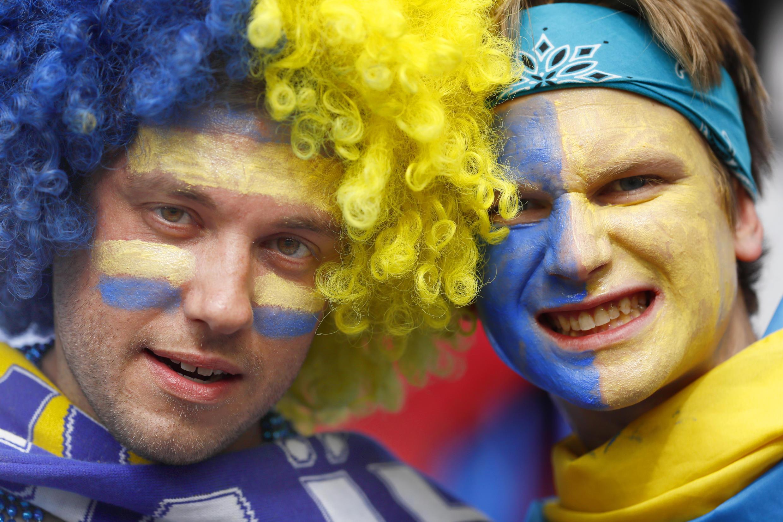 Сегодня игроки сборной Украины обещают «выложиться на все сто» и обыграть Польшу, чтобы хотя бы красивой игрой загладить вину перед разочарованными болельщиками.