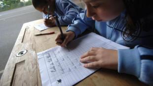 La dictée reste-t-il l'exercice le plus formateur pour bien maîtriser l'orthographe ?