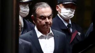 日產汽車公司前董事長戈恩獲保釋後走出拘押所             2019年4月25日