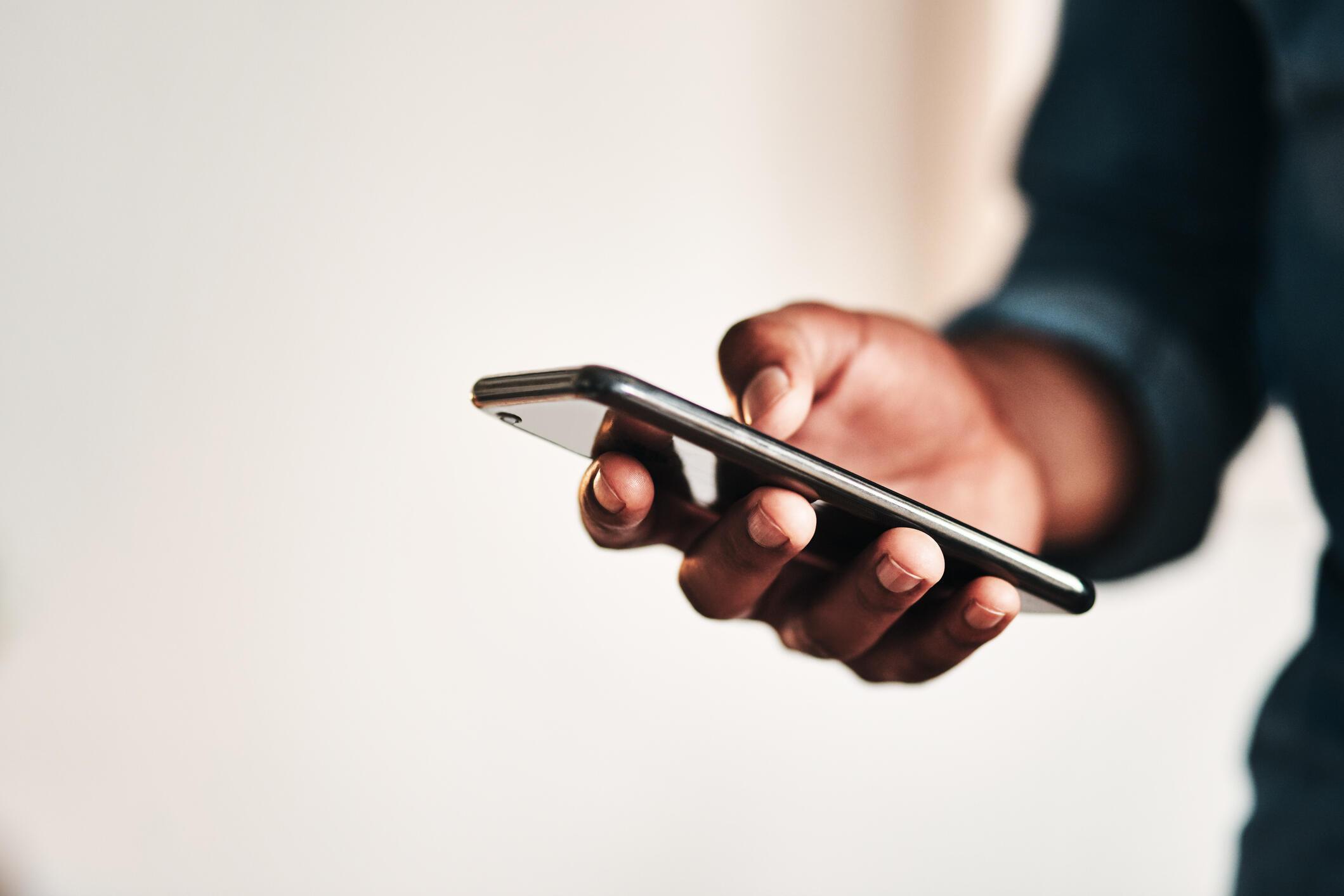 Smartphone - Internet - Téléphone - Afrique - iStock-1187582529