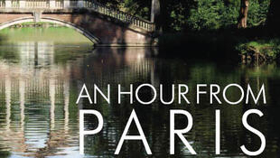 "Capa do livro ""An Hour From Paris"", de Annabel Simms."