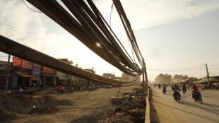 Công trình làm đường tại Hà Nội ngày 17/05/2011. Sự yếu kém về hạ tầng cơ sở là một trong những cản lực khiến giới đầu tư nước ngoài ngần ngại.