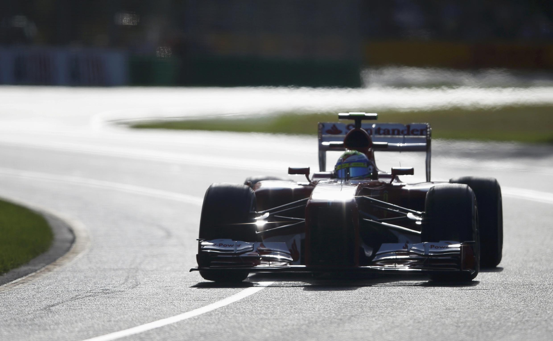 Fernando Alonso durante las sesiones de entrenamiento en el circuito de Albert Park, Melbourne, Australia.