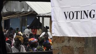 People wait to vote at a polling station during the presidential election in Feefee in Bomi county, 11 October, 2011.