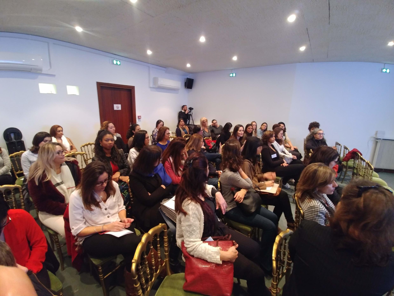Sala cheia na Jornada da Saúde, evento organizado pelo Grupo Mulheres do Brasil