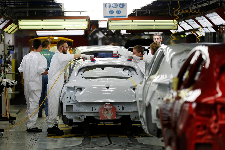 Linha de montagem do modelo Alpine da Renault, em Dieppe, na Normandia, agora ameaçado de fechamento.