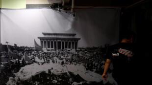六四慘案28周年前夕香港展覽當年天安門民主運動照片2017年6月2日香港