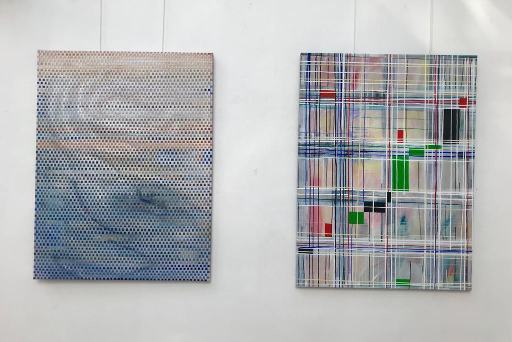 """Obras da exposição """"Le fil tenu"""", de Janice Melhem Santos."""