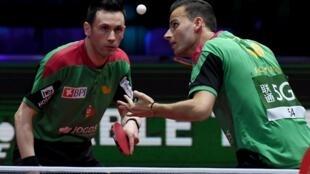 João Monteiro (esquerda) e Tiago Apolónia (direita) conquistaram a medalha de prata nos Europeus com a Selecção Portuguesa de ténis de mesa.