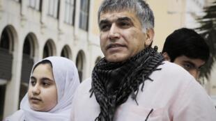 Nabil Rajab et sa fille après une audience en appel à Manama au Bahreïn, le 11 février 2015.