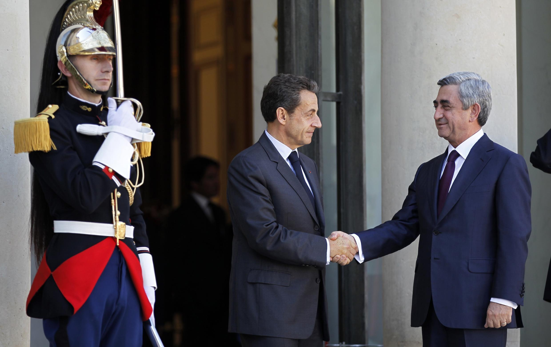 Nicolas Sarkozy recebe o presidente armênio Serge Sarkissian no Palácio do Eliseu, no dia 28 de Setembro de 2011.