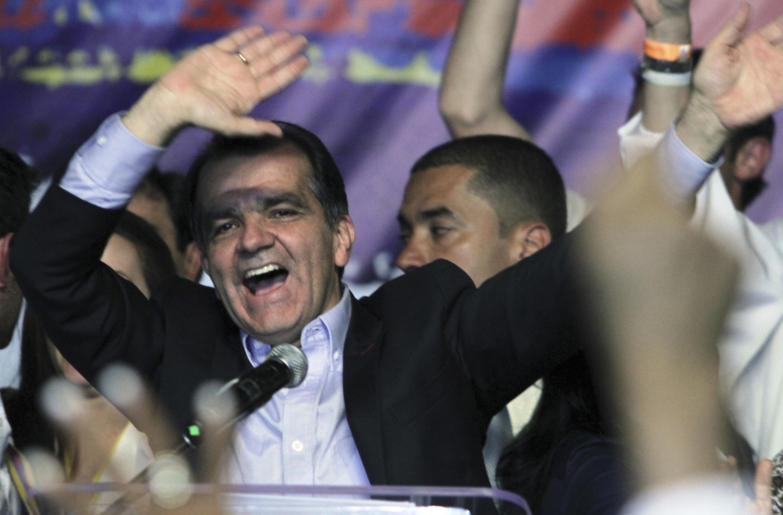 Óscar Iván Zuluaga festeja los resultados de la primera vuelta, este 25 de mayo en Bogotá.