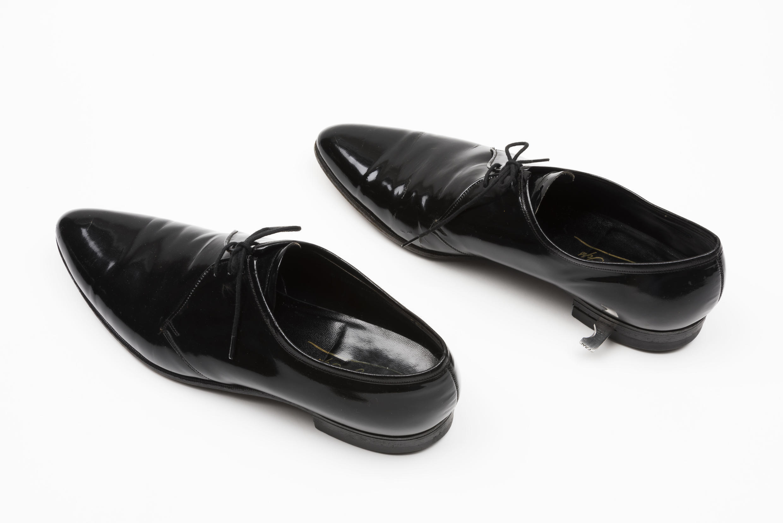 Мужские туфли со встроенным лезвием в каблуках, период холодной войны.