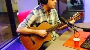 António Zambujo ao vivo no estúdio da RFI a 21 de Janeiro de 2015