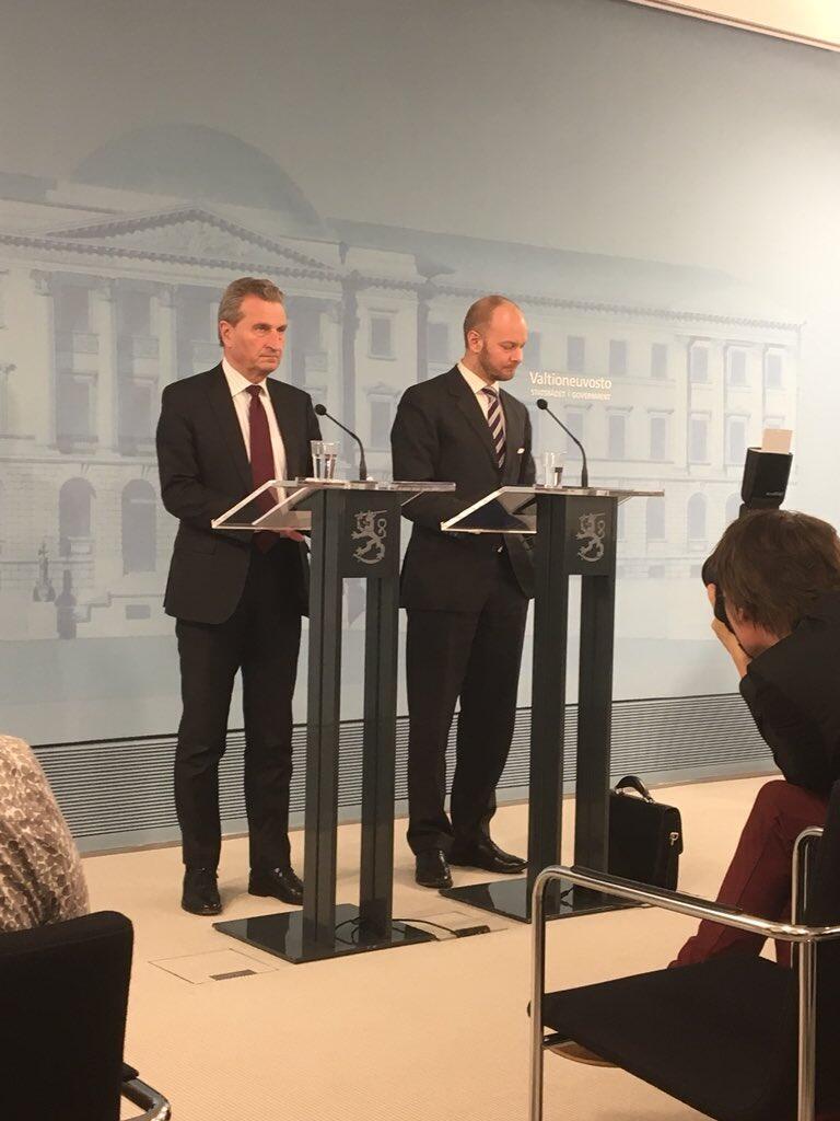 Пресс-конференция Сампо Терхо и европейского комиссара повопросам бюджета Гюнтера Эттингера