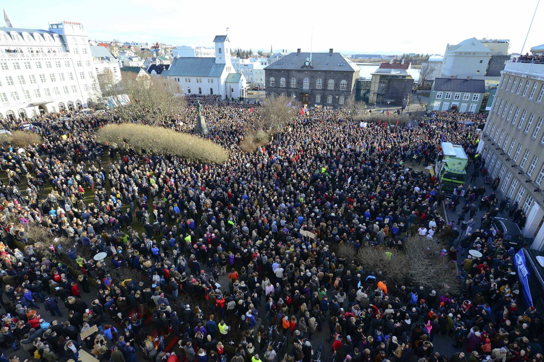 Hàng ngàn người Iceland biểu tình ngày 04/04/2016 kêu gọi thủ tướng Sigmundur Gunnlaugsson từ chức vì bị nêu ra trong vụ «Panama Papers».
