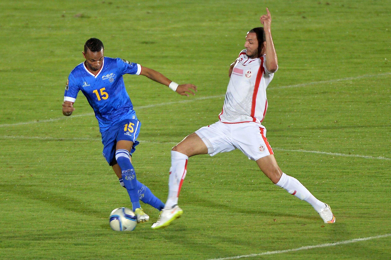 Nuno Rocha of Cape Verde (L) facing Tunisian Yassine Chikhaoui,  Ebebiyin, Equatorial Guinea, 18 January 2015.