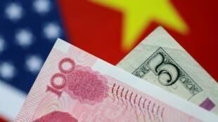 Đồng đô la Mỹ và đồng yuan Trung Quốc.