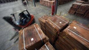 Stockage de cuivre dans un entrepôt situé non loin du port de Yangshan, dans le sud de Shangaï.