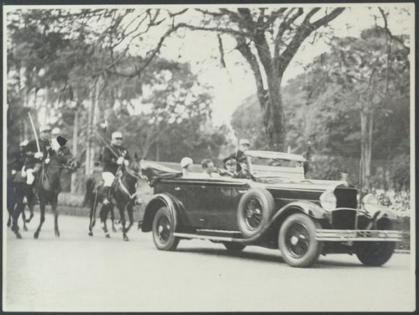 Vợ chồng công tước Brabant thăm Hà Nội, trước khi trở thành vua Bỉ Léopold III và hoàng hậu Astrid năm 1934.