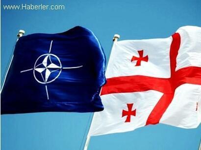 Флаги НАТО и Грузии