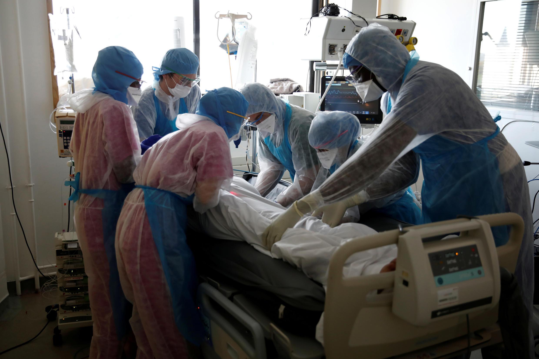 Палата интенсивной терапии в парижской больнице Монсури, 6 апреля 2020.