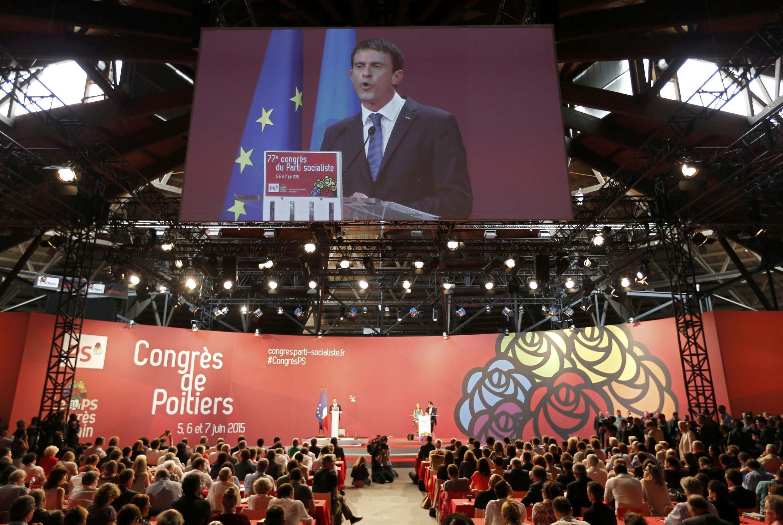 Le Premier ministre Manuel Valls, ce samedi 6 juin, pendant son discours au congrès du Parti socialiste réuni à Poitiers.