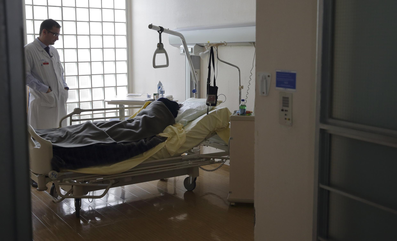 巴黎近郊一家醫院的臨終治療小組的病房。