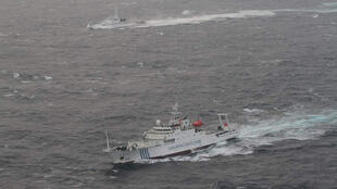 图为中国渔政船与日本海上巡逻艇在钓鱼岛对峙的资料照片