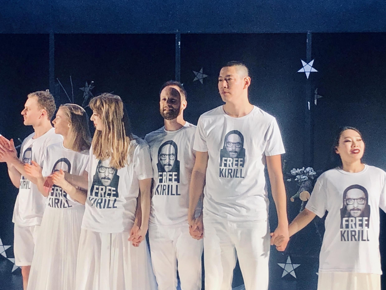 Авиньон, овация после спектаклья Серебренникова « Outside »,  мюль 2019.