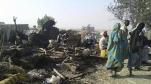 O campo de deslocados de Rann bombardeado hoje.