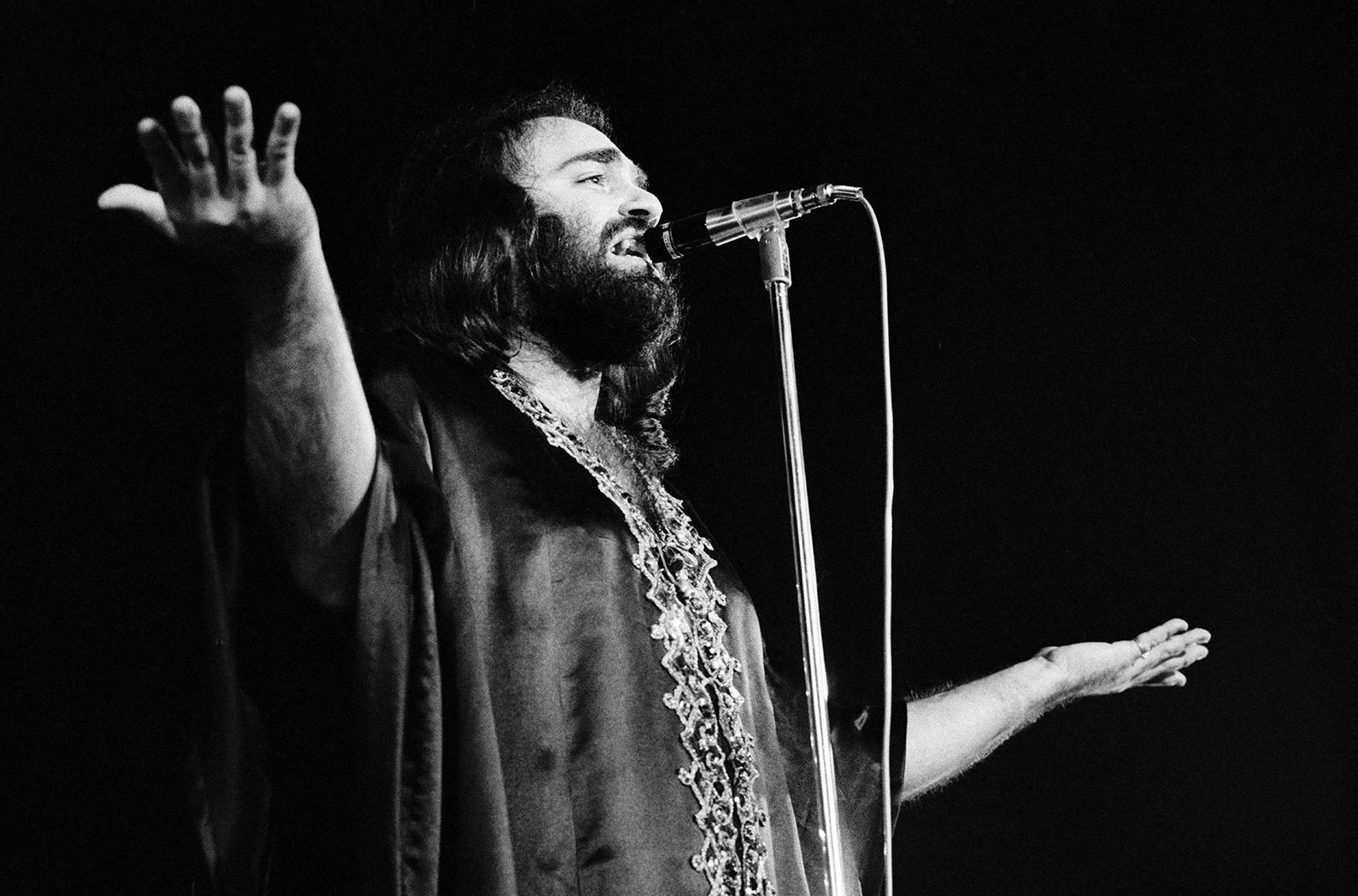Demis Roussos durante una actuacion en Copenhague en Enero de 1974.