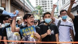 Manifestantes protestam em Sha Tin, distrito de Hong Kong, em 14 de julho de 2019