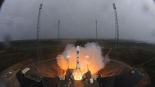 Старт ракеты-носителя Союз на космической базе ГКЦ во Французской Гвиане 21 октября 2011 года