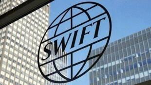 سوئیفت، یک پیامرسان مالی بینالمللی است که مقر آن در بروکسل، پایتخت بلژیک است و تابع قوانین اتحادیه اروپا است.
